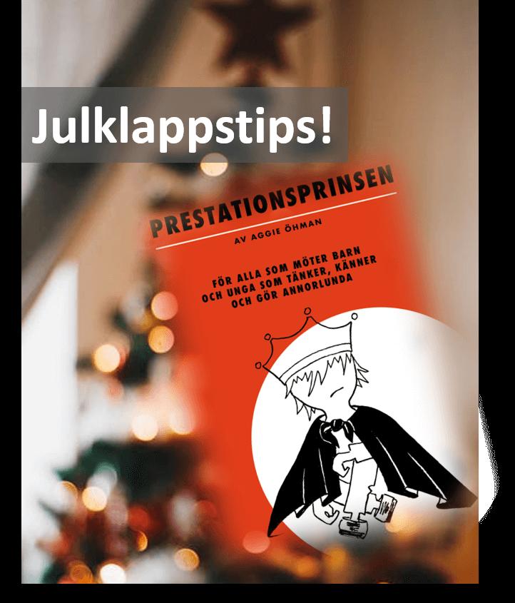 Boken Prestationsprinsen framför en julgran